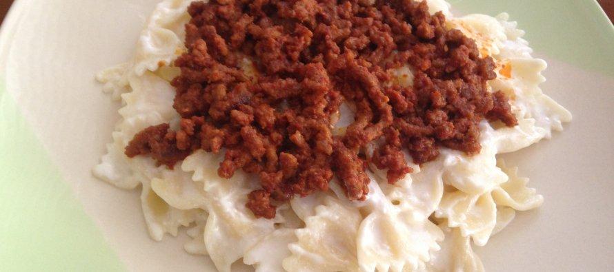 yogurtlu-kiymali-makarna_890_395.jpg