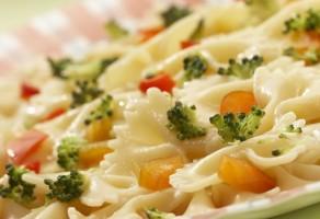 Brokoli ve Domatesli Makarna